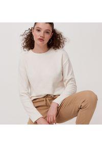 Cropp - Sweter z szenili - Kremowy. Kolor: kremowy