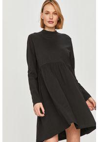 Czarna sukienka Answear Lab prosta, mini