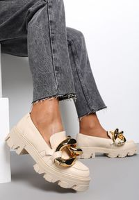 Renee - Beżowe Mokasyny Themistoli. Nosek buta: okrągły. Zapięcie: bez zapięcia. Kolor: beżowy. Materiał: jeans, dzianina. Obcas: na obcasie. Wysokość obcasa: średni