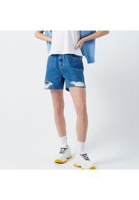 Cropp - Jeansowe szorty z dziurami - Niebieski. Kolor: niebieski. Materiał: jeans