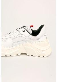 Białe sneakersy GOE z cholewką, na sznurówki