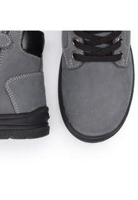 Szare buty zimowe Geox z cholewką