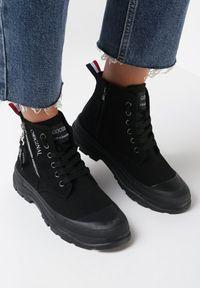 Born2be - Czarne Trampki Tara. Nosek buta: okrągły. Zapięcie: zamek. Kolor: czarny. Materiał: guma. Szerokość cholewki: normalna. Wzór: aplikacja, kolorowy. Styl: klasyczny #4