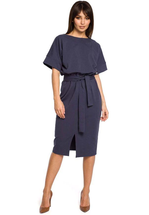 MOE - Niebieska Sukienka Midi z Rozcięciem na Przodzie. Kolor: niebieski. Materiał: bawełna, elastan. Długość: midi