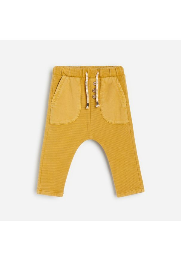 Żółte spodnie Reserved