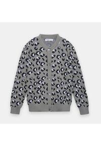 Szary sweter Sinsay z motywem zwierzęcym