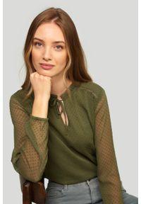 Bluzka Greenpoint w koronkowe wzory, elegancka