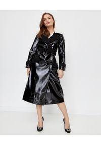 SELF PORTRAIT - Czarny płaszcz ze skóry lakierowanej. Kolor: czarny. Materiał: lakier, skóra