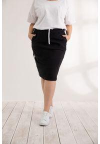 Czarna spódnica Moda Size Plus Iwanek krótka, na wiosnę, do pracy