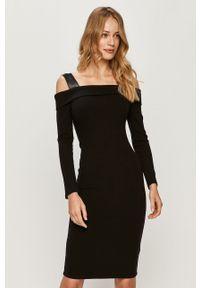 Czarna sukienka Guess Jeans casualowa, midi, z dekoltem typu hiszpanka, na co dzień