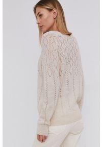 Answear Lab - Sweter z domieszką wełny. Okazja: na co dzień. Kolor: beżowy. Materiał: wełna. Długość rękawa: długi rękaw. Długość: długie. Styl: wakacyjny