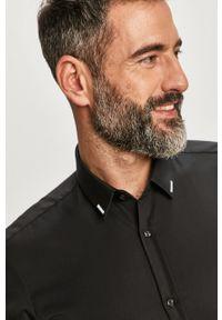 Czarna koszula Hugo klasyczna, z klasycznym kołnierzykiem, długa, z długim rękawem
