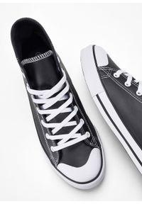 Wysokie sneakersy bonprix czarny. Kolor: czarny. Materiał: skóra