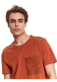Brązowy t-shirt TOP SECRET z nadrukiem #6