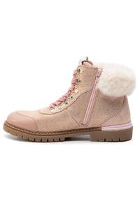 Pepe Jeans - Trapery PEPE JEANS - Combat Mountain PGS50141 Powder Rose 318. Okazja: na spacer. Kolor: różowy. Materiał: skóra, zamsz, materiał. Szerokość cholewki: normalna. Sezon: zima