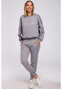 e-margeritka - Bluza bawełniana szeroka szara - s/m. Okazja: na co dzień. Kolor: szary. Materiał: bawełna. Wzór: napisy, aplikacja. Styl: casual
