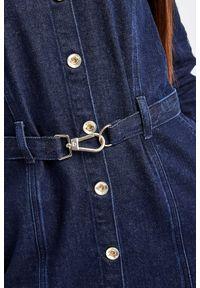 Patrizia Pepe - SUKIENKA PATRIZIA PEPE. Materiał: jeans. Długość rękawa: długi rękaw. Typ sukienki: koszulowe. Styl: klasyczny. Długość: mini
