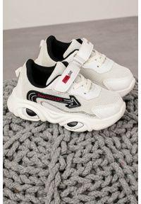 Casu - Białe buty sportowe na rzep casu 20t6/m. Zapięcie: rzepy. Kolor: wielokolorowy, biały, czarny