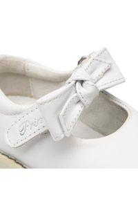 Primigi - Półbuty PRIMIGI - 1353511 Bianco. Okazja: na spacer. Zapięcie: rzepy. Kolor: biały. Materiał: skóra. Szerokość cholewki: normalna. Wzór: aplikacja