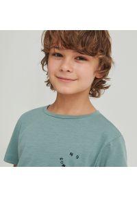 Reserved - Bawełniany t-shirt z napisami - Turkusowy. Kolor: turkusowy. Materiał: bawełna. Wzór: napisy