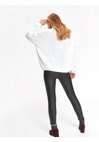 Biały sweter TOP SECRET w kolorowe wzory, na zimę, elegancki