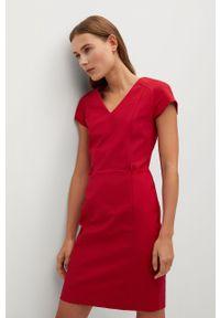 Czerwona sukienka mango casualowa, na co dzień, prosta, z krótkim rękawem