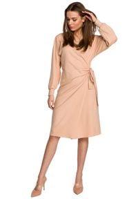 MOE - Dzianinowa Sukienka Kopertowa - Beżowa. Kolor: beżowy. Materiał: dzianina. Typ sukienki: kopertowe