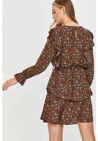 Answear Lab - Sukienka. Kolor: czarny. Materiał: tkanina. Typ sukienki: rozkloszowane. Styl: wakacyjny