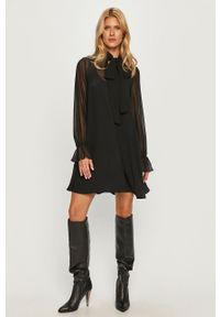 Czarna sukienka Sportmax Code z okrągłym kołnierzem, mini
