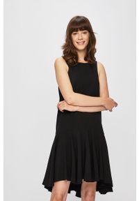Czarna sukienka ANSWEAR z asymetrycznym kołnierzem, bez rękawów