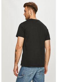 Czarny t-shirt Levi's® biznesowy, z nadrukiem, na spotkanie biznesowe