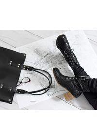 Zapato - botki - skóra naturalna - model 451 - kolor czarny zebra. Wysokość cholewki: za kostkę. Kolor: czarny. Materiał: skóra. Wzór: motyw zwierzęcy. Sezon: jesień, wiosna, zima. Obcas: na obcasie. Styl: boho, klasyczny, elegancki, rockowy. Wysokość obcasa: średni