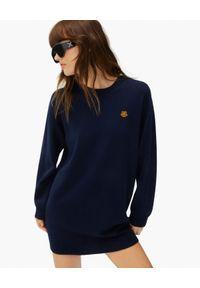 Kenzo - KENZO - Wełniana sukienka z emblematem tygrysa. Okazja: na co dzień. Kolor: niebieski. Materiał: wełna. Długość rękawa: długi rękaw. Wzór: aplikacja. Typ sukienki: proste. Styl: casual. Długość: mini