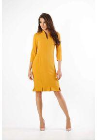 Nommo - Kamelowa Ołówkowa Sukienka z Ciekawym Dołem. Materiał: wiskoza, poliester. Typ sukienki: ołówkowe