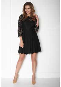 e-margeritka - Sukienka koronkowa taliowana z rękawem 3/4 czarna - 40. Okazja: na sylwestra, na imprezę. Kolor: czarny. Materiał: koronka. Wzór: koronka. Typ sukienki: rozkloszowane. Styl: wizytowy, elegancki