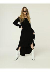 Madnezz - Sukienka Emma - czerń. Materiał: wiskoza, elastan. Typ sukienki: asymetryczne. Długość: midi