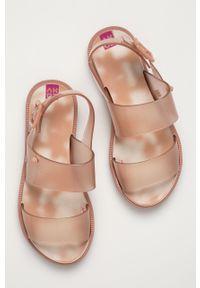 Beżowe sandały zaxy na klamry, bez obcasa, gładkie #4