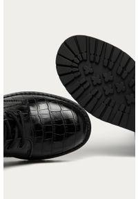 Czarne botki Guess Jeans na sznurówki, z okrągłym noskiem, z cholewką