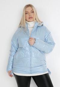 Born2be - Jasnoniebieska Kurtka Pelane. Typ kołnierza: kołnierzyk stójkowy. Kolor: niebieski. Materiał: materiał. Styl: klasyczny