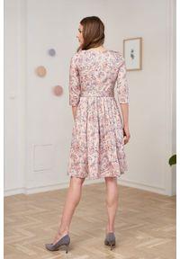 Marie Zélie - Sukienka Elina Lorica różowa. Kolor: różowy. Materiał: bawełna, satyna, materiał. Typ sukienki: rozkloszowane. Styl: klasyczny
