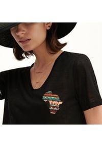 Reserved - T-shirt z aplikacją - Czarny. Kolor: czarny. Wzór: aplikacja