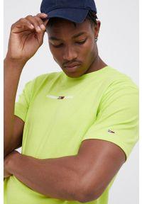 Tommy Jeans - T-shirt bawełniany. Okazja: na co dzień. Kolor: zielony. Materiał: bawełna. Wzór: aplikacja. Styl: casual