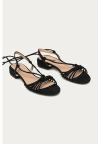 Czarne sandały ANSWEAR bez obcasa, na sznurówki