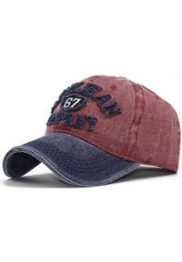 Czerwona czapka Pako Jeans na wiosnę, z napisami