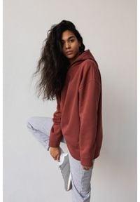 Marsala - Bluza z kapturem w kolorze MAROON BROWN - CARDIFF BY MARSALA. Okazja: na co dzień. Typ kołnierza: kaptur. Materiał: elastan, bawełna. Styl: casual