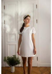 MOE - Prosta Mini Sukienka z Bufiastym Rękawem - Ecru. Materiał: poliester, elastan. Typ sukienki: proste. Długość: mini