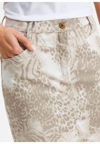 Spódnica dżinsowa z nadrukiem bonprix w cętki leoparda. Kolor: biały. Wzór: nadruk