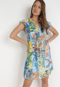 Born2be - Jasnoniebieska Sukienka Sylphassea. Kolor: niebieski. Materiał: tkanina. Długość rękawa: bez rękawów. Wzór: kwiaty, kolorowy. Typ sukienki: trapezowe. Długość: mini