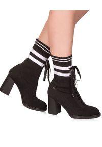MARINO FABIANI - Sznurowane botki. Nosek buta: okrągły. Zapięcie: sznurówki. Kolor: czarny. Szerokość cholewki: normalna. Wzór: geometria, aplikacja. Materiał: tkanina. Obcas: na obcasie. Styl: elegancki. Wysokość obcasa: średni