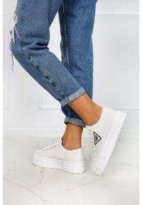 Casu - Białe trampki creepersy na platformie buty sportowe sznurowane casu la134p. Kolor: biały. Obcas: na platformie. Styl: sportowy